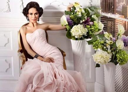 свадебное-платье-розового-цвета-силуэта-русалка